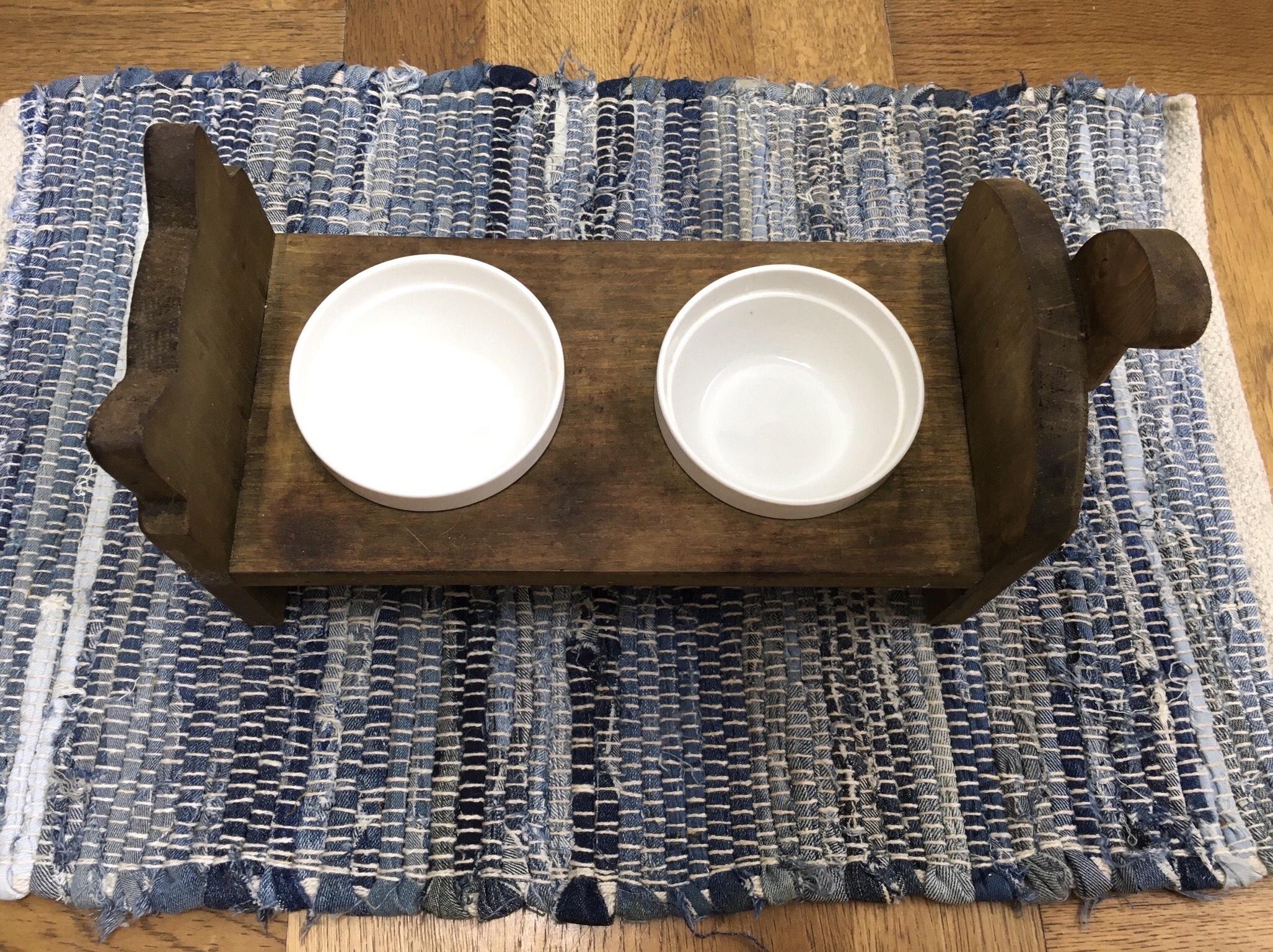 小金井店食事・お水用のお皿やトイレ